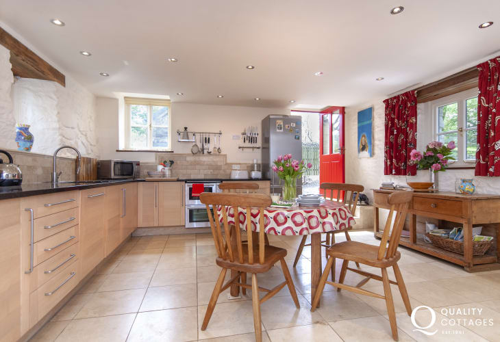 Self catering Newport, Pembrokeshire cottage - spacious luxury kitchen/diner