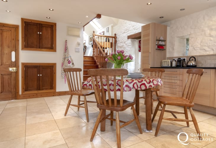 Self catering Newport Pembrokeshire - cottage with country style kitchen/diner