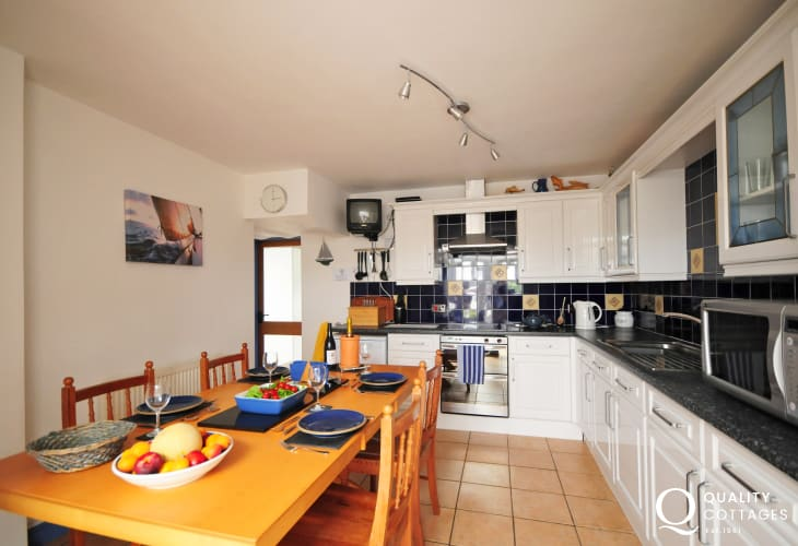 Aberdaron holiday house- kitchen