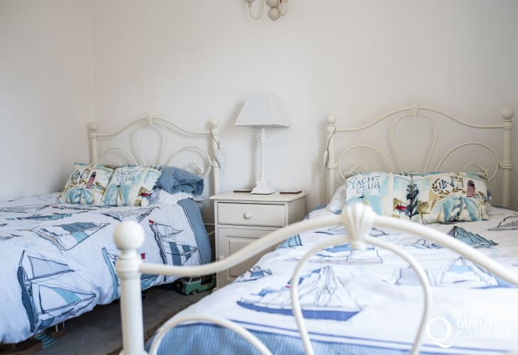 Dog friendly Llyn Peninsula cottage sleeps 6  - twin bedroom