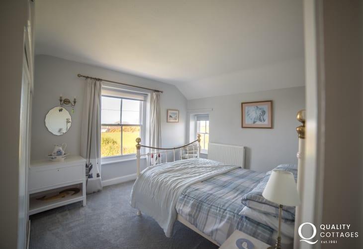 Dog friendly Llyn Peninsula cottage sleeps 6  - double bedroom