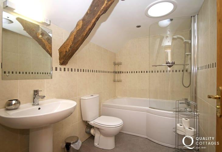 Aberdaron holiday house - bathroom