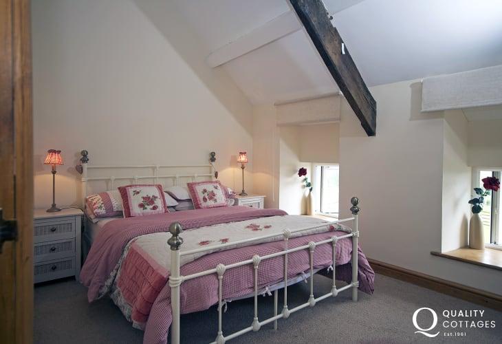 Luxury coastal cottage north Wales - bedroom