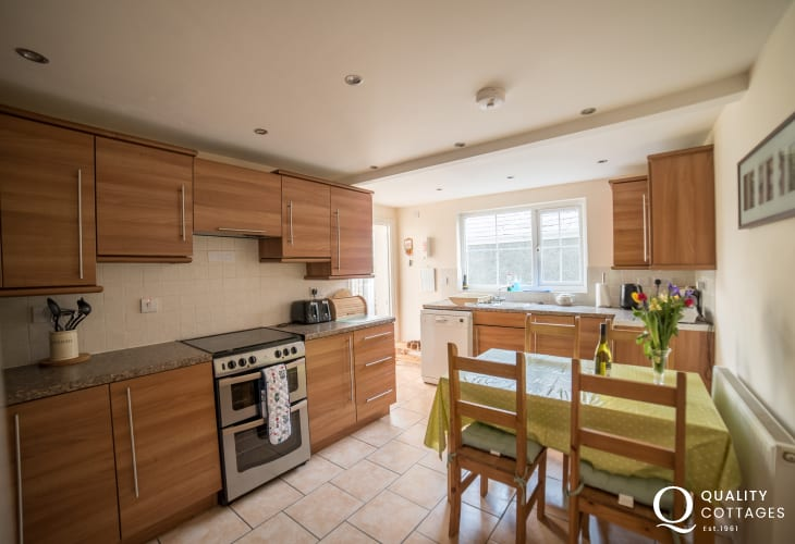 Criccieth holiday house - kitchen