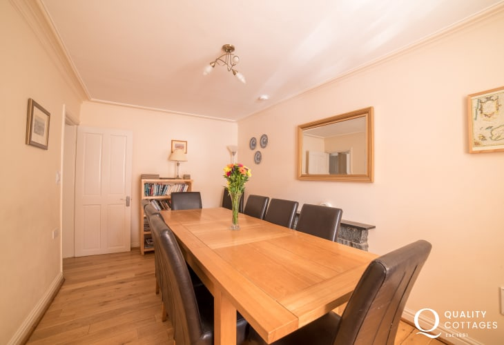 Criccieth holiday house - dining
