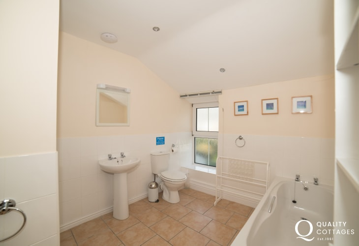 5 bedroomed holiday house north wales  - bathroom 1st floor