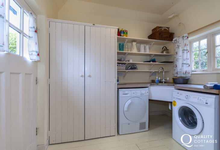 Holiday house Manorbier - fully equipped utility room