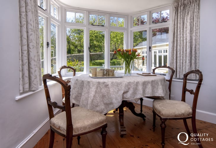 Coastal cottage for holidays in Manorbier - sitting room with small dining area