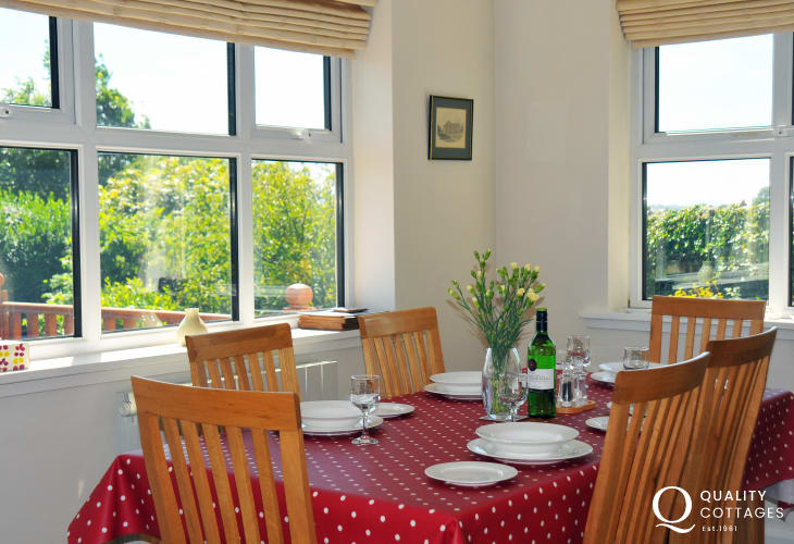 Holiday cottage near Beaumaris and Benllech - Dining Room