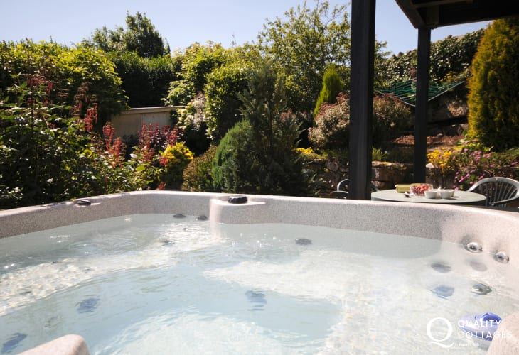 Anglesey holiday cottage with hot tub