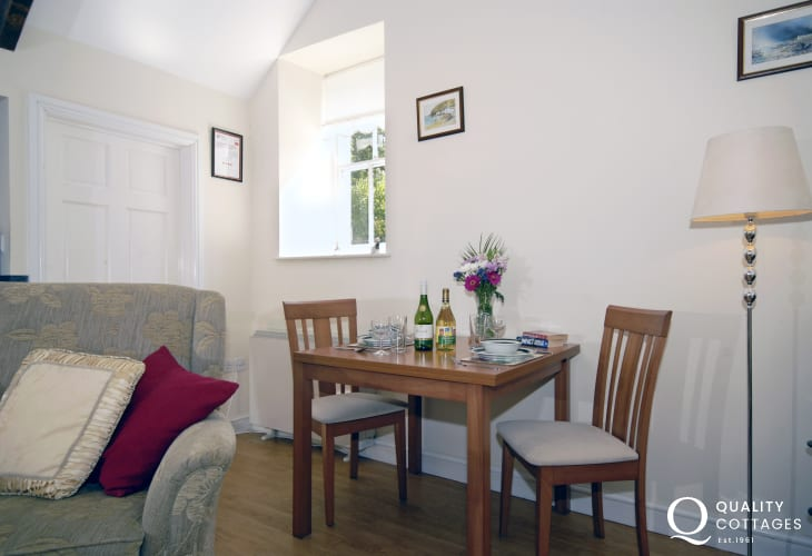 Pembrokeshire romantic retreat - dining area