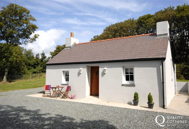 Dale traditional holiday cottage - dogs welcome