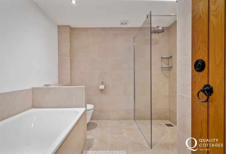 Large Bathroom with rainfall shower