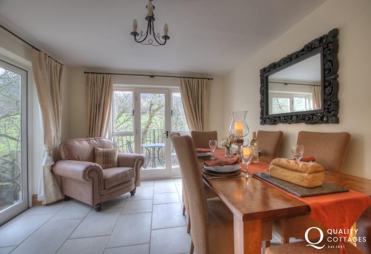 Rural retreat Brecon - dining room