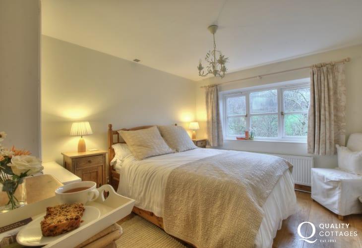 Black Mountains romantic cottage-bedroom