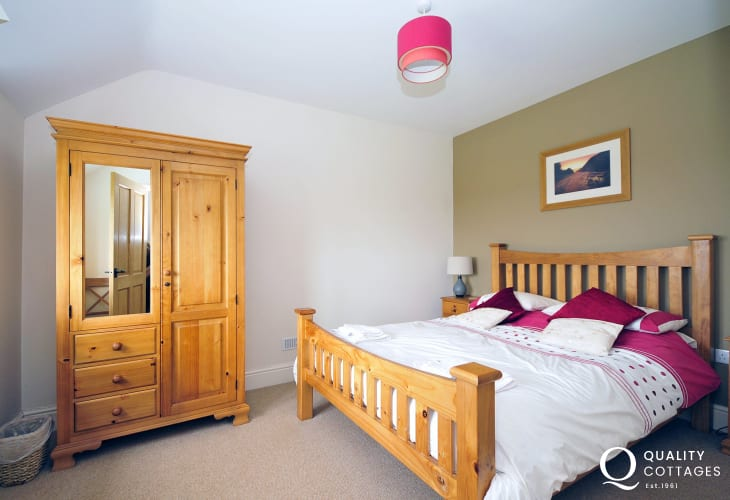 Holiday cottage near Aberdaron on the Lleyn Peninsula - master bedroom