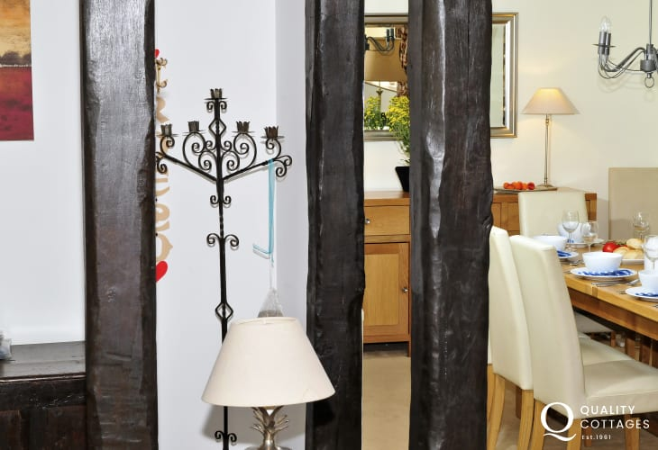 Pet friendly holiday cottage Brecon Beacons - dining room