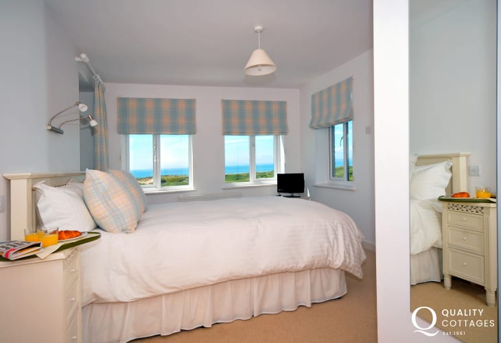 Cottage by the sea Wales - bedroom