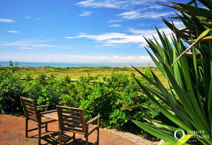 Snowdonia coastal cottage - garden