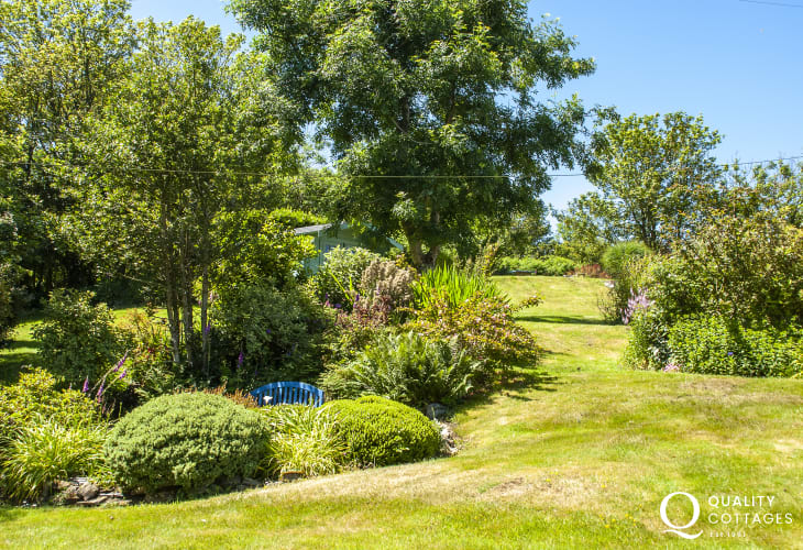 Holiday cottage Pembrokeshire with summer house retreat