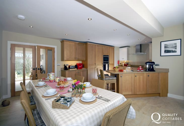 Little Haven self catering bungalow - open plan kitchen/diner/family room