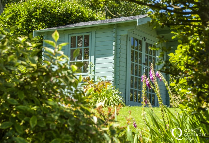 Cottage Pembrokeshire with summer house retreat