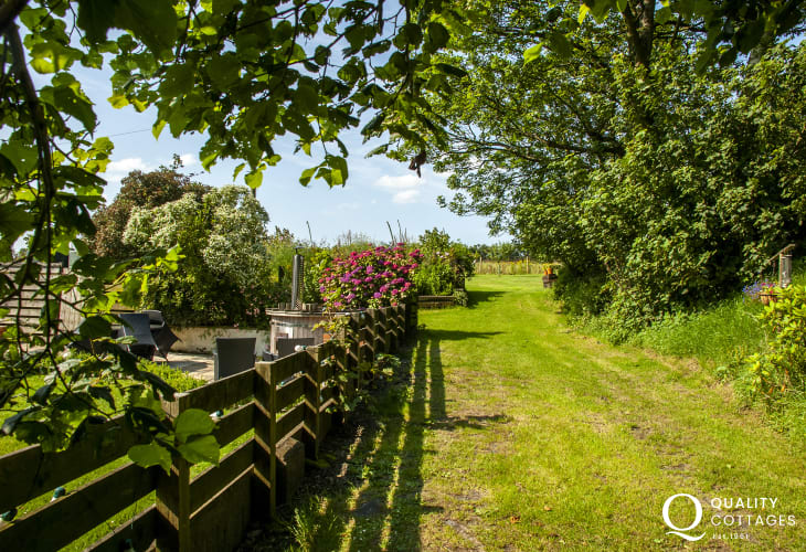 Pembrokeshire holiday cottage with private gardens, patio and wooden hot tub