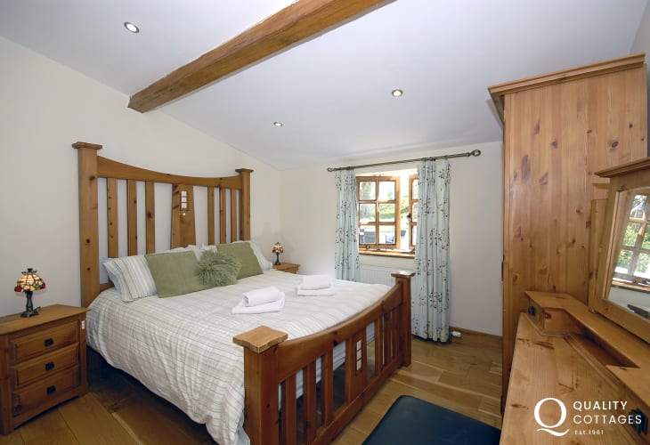 Pembrokeshire holiday home sleeping 6 - double king size bedroom