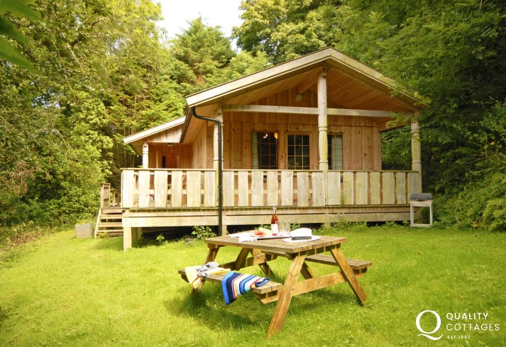 Cwm yr Eglwys, Pembrokeshire log cabin  with private gardens - pets welcome
