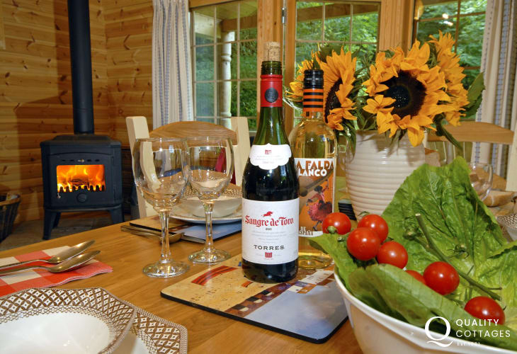Relax with friends and family at Y Berllan Log Cabin, Newport