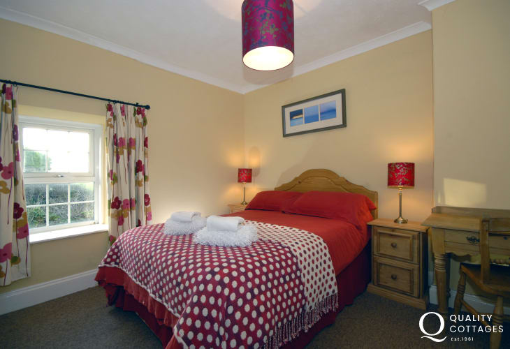 Newgale holiday cottage sleeping 8 - double with en-suite shower