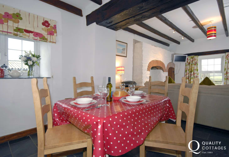 Pembrokeshire coast holiday home - open plan kitchen, dining, living room