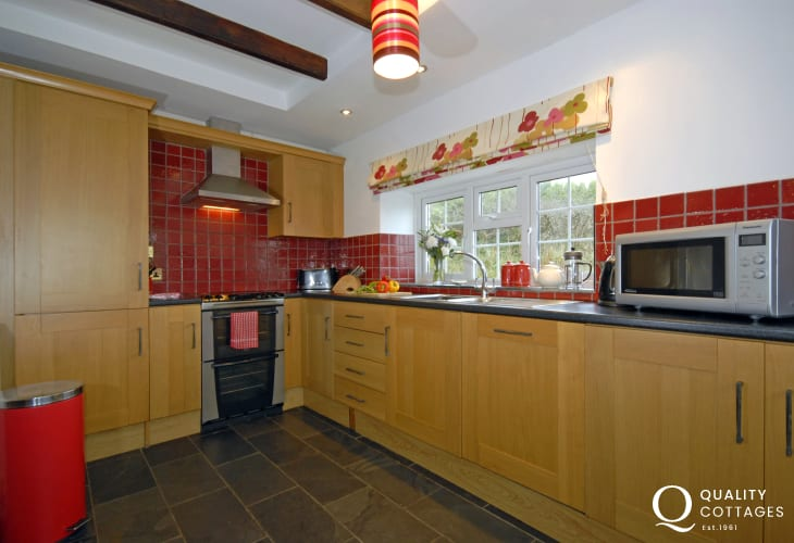 Self catering Newgale farmhouse - modern kitchen/diner