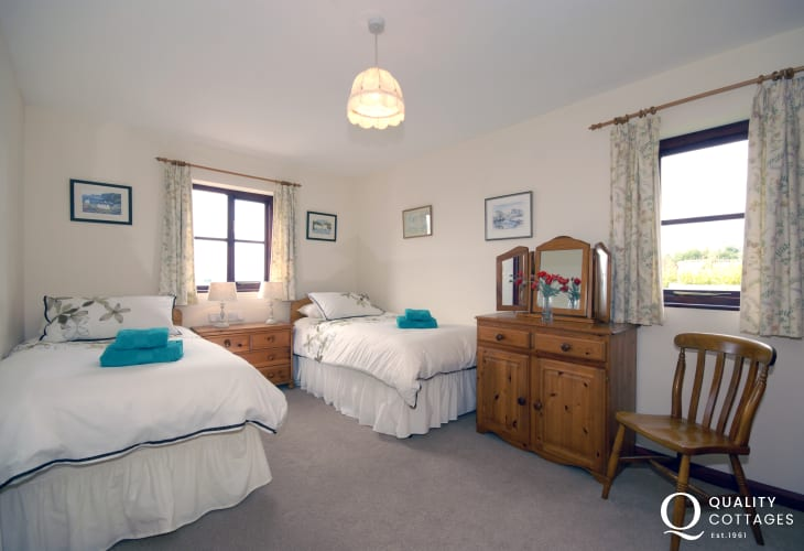 Pembrokeshire Aberbach holiday cottage sleeps 4 - twin