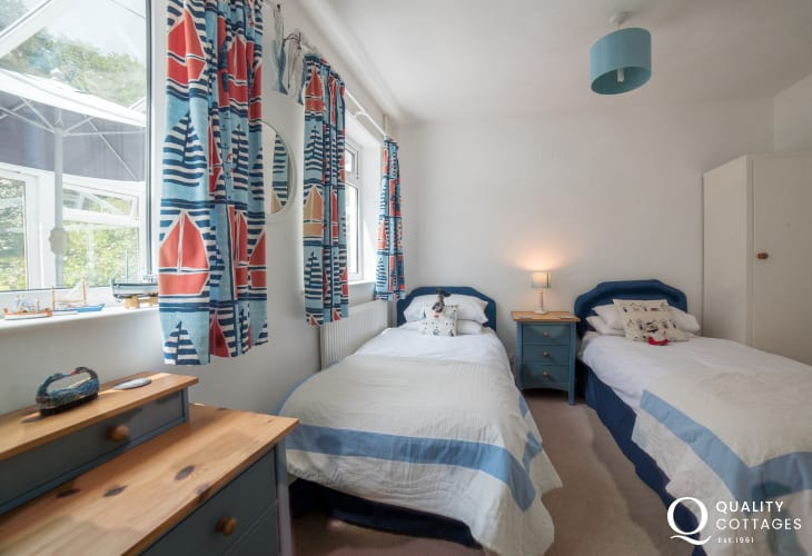 Pet friendly Anglesey holiday cottage 3 bedrooms - twin bedroom