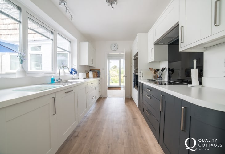 Anglesey holiday cottage 3 bedrooms - kitchen