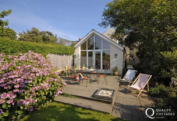Pet friendly holiday cottage Manorbier with parking and private gardens to the rear
