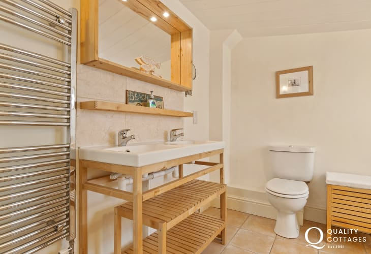 Family bathroom in Manorbier Holiday Cottage