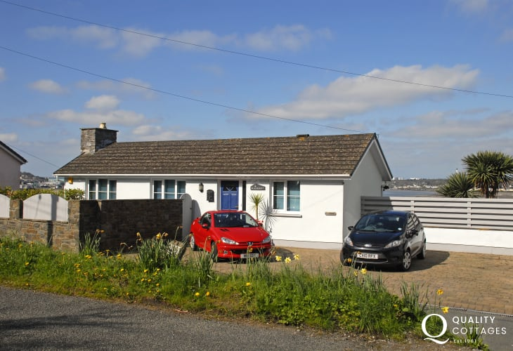 Pet friendly Pembrokeshire holiday home with river views and parking