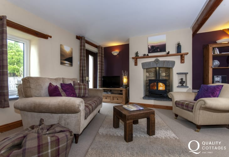 North Pembrokeshire cosy holiday cottage - lounge/diner with wifi and gas burning stove