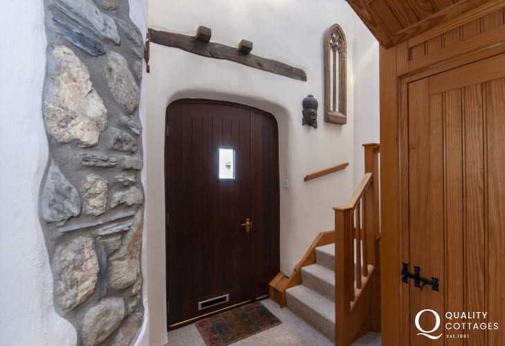 Mathry holiday cottage - entrance hallway with exposed stone work