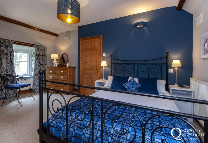 Pembrokeshire holiday cottage sleeps 4 - master bedroom
