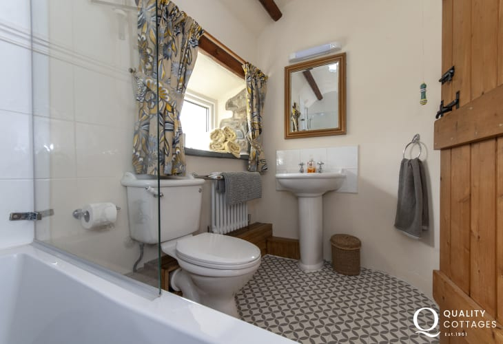 North Pembrokeshire holiday cottage - family bathroom