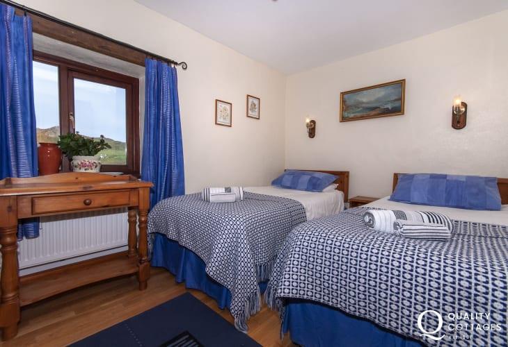 Whitesands Pembrokeshire holiday cottage sleeps 8 - ground floor twin