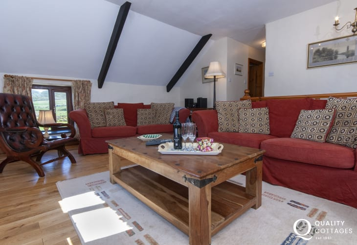 Pet friendly North Pembrokeshire holiday cottage near Whitesands Bay - living room