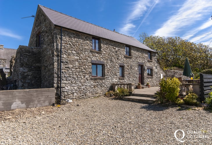 Whitesands Bay Pembrokeshire, Welsh stone cottage with views of Carn Llidi Mountain - pets welcome