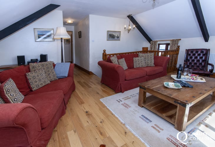 Pet friendly North Pembrokeshire holiday cottage near Whitesands Bay - comfortable sitting room