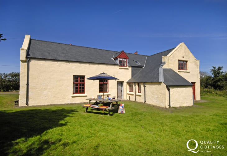 St Davids country house near Whitesands Beach - pets welcome