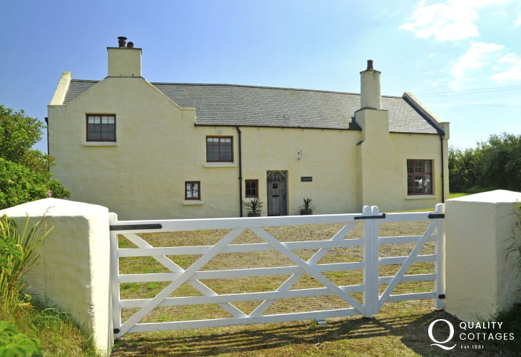 Country Arts & Crafts holiday house near St Davids and Whitesands