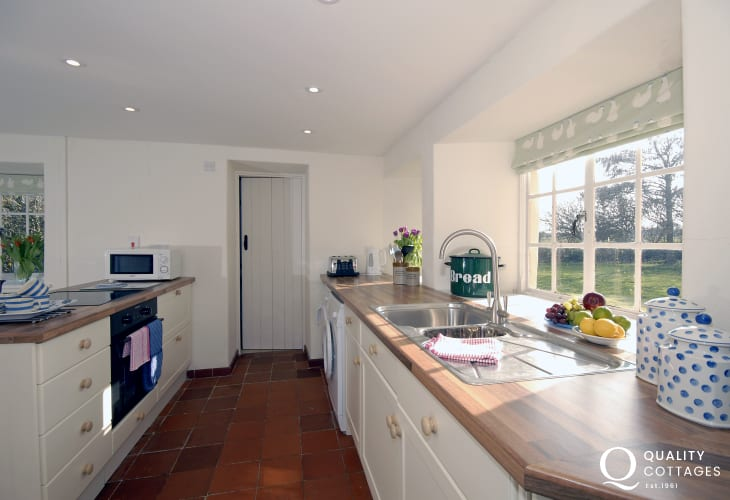 Self catering cottage near Whitesands Beach - modern open plan kitchen/diner